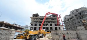 Antalya'da 5 katlı inşaatın çatısı çöktü