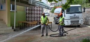 Cami önleri ile cadde ve sokaklar temizleniyor
