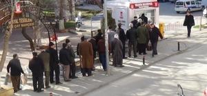 Bilecik Belediyesi Halk Ekmek satış noktasında 300 gram Ramazan pidesi 1 lira