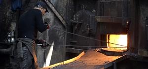 Demir çelik işçilerinin zorlu mesaisi