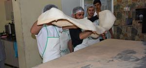 Amasya'da 3 metre 90 santimetrelik ramazan pidesi