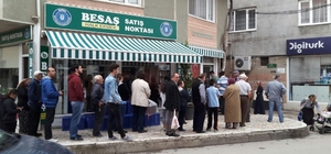 Bursa'da iftar vaktinde pide kuyruğu