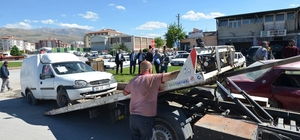 Yeşilyurt Belediyesi görüntü kirliliği oluşturan hurda araçları kaldırıyor