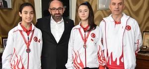 Başkan Üzülmez, Balkan Karate Şampiyonası'ndan madalya ile dönen çocukları ağırladı
