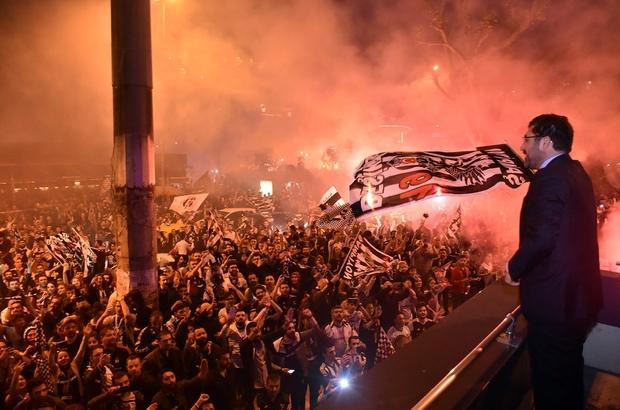 Beşiktaş Belediye Başkanı Hazinedar, şampiyonluk kutlamalarına katıldı