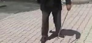 Topaç çeviren yaşlı adam çocukluk günlerine geri döndü