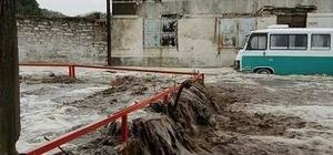 Söke'de dere taştı, evleri su bastı
