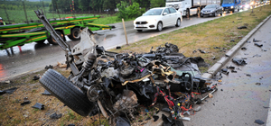 Otomobilin ikiye bölündüğü kazada 3 kişi yaralandı