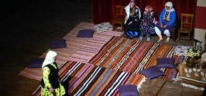 Köy kadınları yazdıkları oyunu sahnelediler