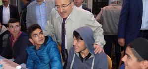 Gümrükçüoğlu, geleneksel halk iftarlarının startını Hayrat'ta verdi