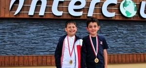 9 yaş altı tenis turnuvasında şampiyon oldular