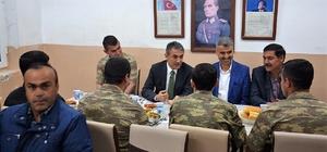 Kaymakam Akkoyun, asker ve güvenlik korucularıyla iftar yaptı