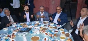 Ümraniye'de binlerce kişi açık havada iftar yaptı