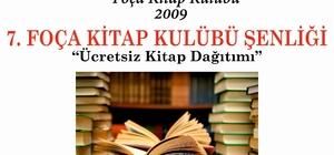 Foça'da ücretsiz kitap dağıtımı