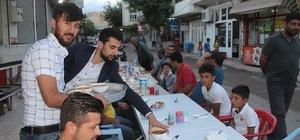 Sokak ortasında iftar keyfi
