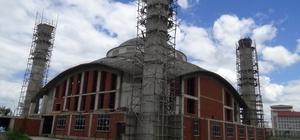 Ağrı'da yapımı devam eden Ulu Cami'de ilk Cuma namazı