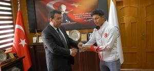 Başarılı sporculardan Başkan Toksoy'a ziyaret