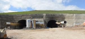 Vali Özefe, tünel inşaatında incelemelerde bulundu
