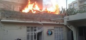 Evin üst katındaki depo yandı
