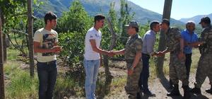 İl Jandarma Komutanından patlamada çocukları ölen aileye ziyaret