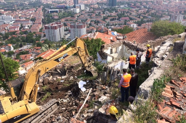 Hıdırlıktepe'de zor şartlar altında yıkımlara devam