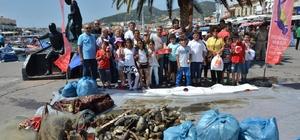 Foça kıyılarında askeri birliklerin katılımıyla çevre temizliği