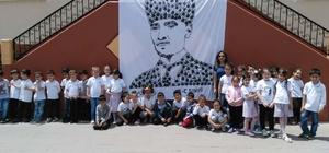 Elleriyle Atatürk portresi yaptılar