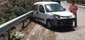 Payas'ta otomobil bariyerlere çarptı; 5 yaralı