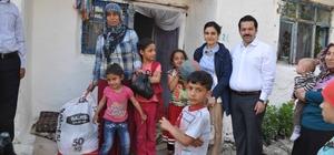 Kaymakam Özkan'dan dar gelirli ailelere gıda paketi