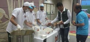 Marmaray yolcularına iftarda çorba sürprizi