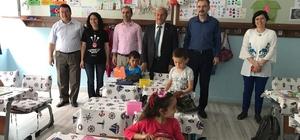 Başkan Şahin öğrencilere kitap dağıttı