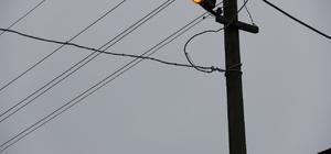 Gündüz vakti yanan sokak aydınlatma lambaları tepki çekti
