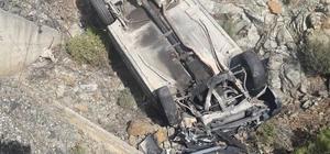 Kontrolden çıkan otomobil menfeze düştü