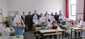Hisarcık'ta öğrencilerin karne sevinci