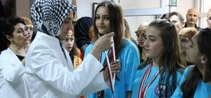 Adapazarı Mesleki ve Teknik Anadolu Lisesinde karne ve ödül töreni heyecanı