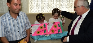Minik kelebekler karnelerini Vali Tuna'dan aldı
