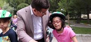Merkezefendi'den özel çocuklara bisiklet hediyesi