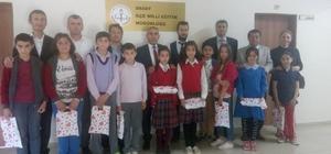 Daday'da en çok kitap okuyan öğrenciler ödüllendirildi