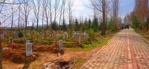 Aslanapa ilçe mezarlığında temizlik ve yol onarım çalışmaları