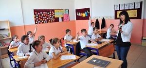 İmece usulü okullarını yeniliyorlar
