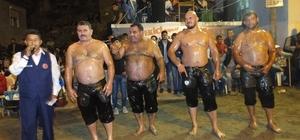 Burhaniye'de gece güreşlerini 2 bin kişi izledi