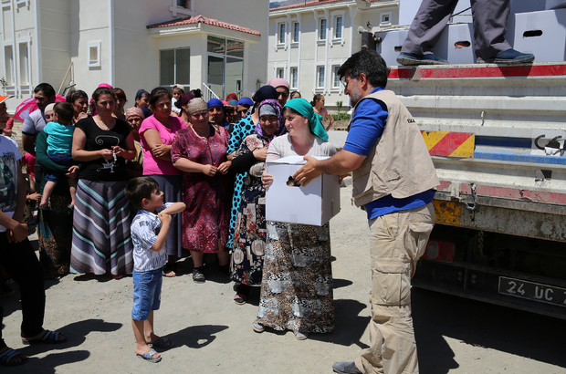 Erzincanda Ahıska Türkü ailelere gıda yardımı Yapıldı