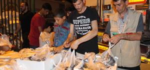 Hatay'da ihtiyaç sahibi 5 bin aileye 13 ton balık dağıtıldı