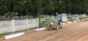 Mezarlıklarda temizlik çalışmaları yapılıyor