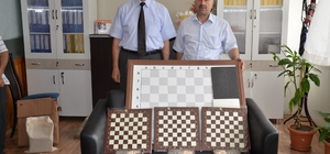 Çevreci okulun hediyesi satranç takımı
