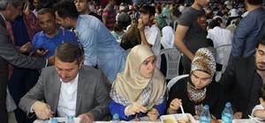Diyarbakır'da binlerce kişi kardeşlik sofrasında buluştu
