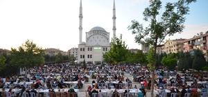 Başkan Çetin bin kişiyi iftarda ağırladı
