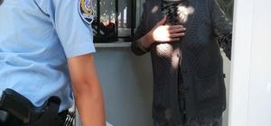 Foça'da polis ekiplerinden Ramazan yardımı