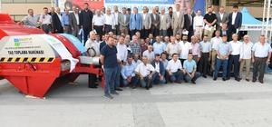 Balıkesir Büyükşehir'den çiftçilere taş toplama makinesi
