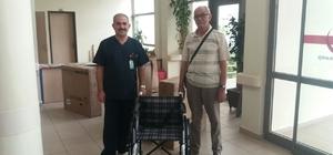 Hayırsever vatandaştan hastaneye tekerlekli sandalye bağışı
